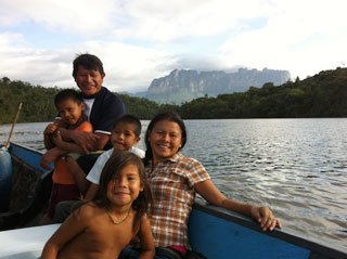 Canaima - beautiful Pemón family