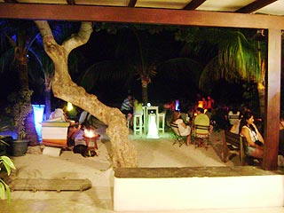 Night life in Los Roques, Café Aquarena